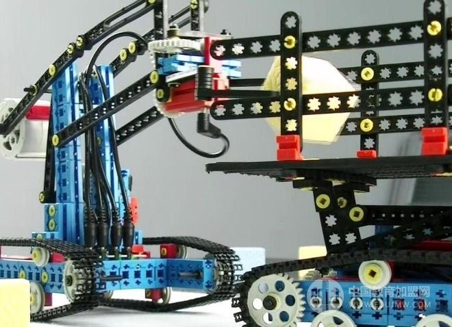 咔嗒爸爸機器人教育加盟