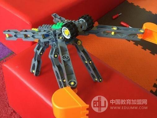 樂貝機器人教育加盟