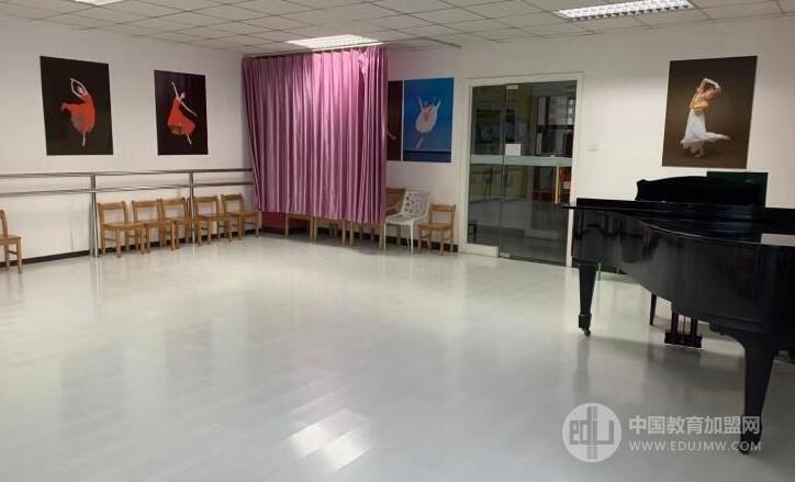 藝鑫藝東方藝術培訓加盟