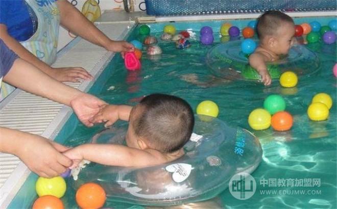 諾寶兒嬰兒游泳