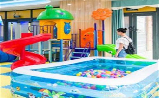 小鲸鱼婴幼儿游泳馆